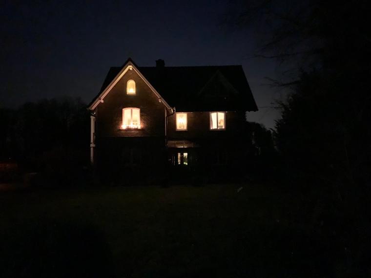 Beleuchtetes Wohnhaus - Johannes und Margret Grote - Helpuper Straße 314 - Leopoldshöhe - Germany