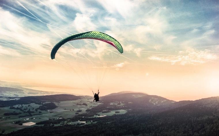 Wind Turbine - Kite Surfer - Dynamic Applications