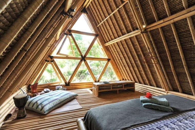 Dachgeschoss Ausbau - do-it-yourself Holzausbau mit dreieckigem Fenster zum Garten