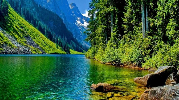 beautiful-mountain-lake-in-blue-green