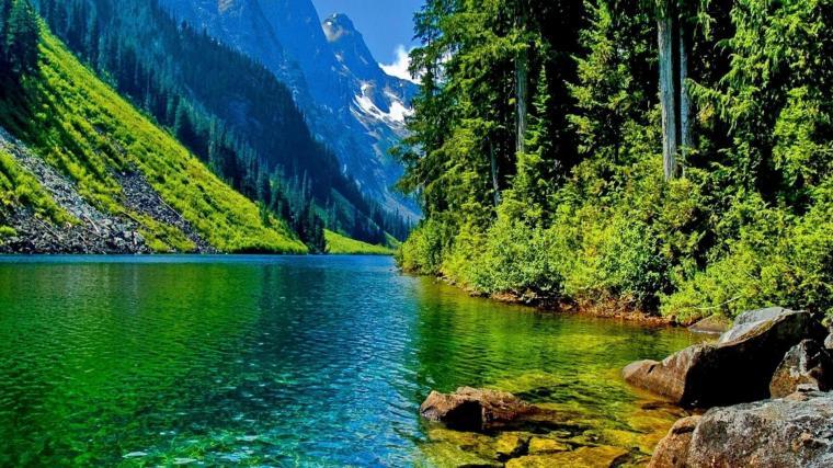 beautiful-mountain-lake-in-blue-green
